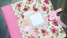 Яркий розовый альбом для фото для девочки