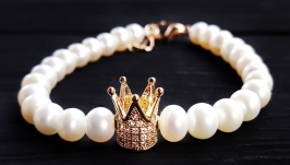 Браслет з натуральних перлів з короною з кристалами