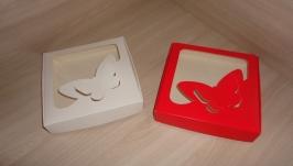 Коробка 15*15*3 см с фигурным окном Бабочка