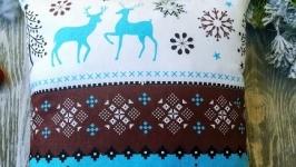 Подушка новогодняя  бело-голубая-коричневая с оленями, 35 см * 35 см
