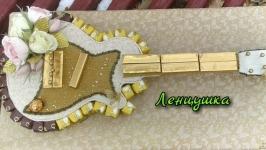 Гітара з цукерками, подарунок музиканту.