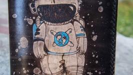 Кожаная обложка на паспорт Космонавт