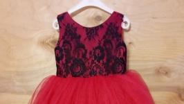 В наличии новое платье ручной работы на девочку от 4 до 7 лет