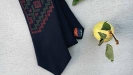 Уникальный галстук с ручной вышивкой