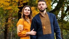 Елегантний комплект для пари - чоловіча сорочка з вишивкою і жіноча сукня