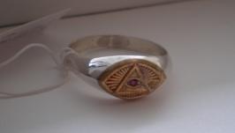 Серебряное кольцо ′Всевидящее око′  натуральный рубин 2 мм 21 размер.