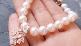 Браслет з натуральних перлів з позолоченою підвіскою