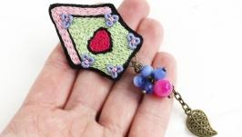 Розовая салатовая брошь домик с агатом и кошачьим глазом