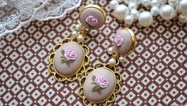 Сережки з трояндами