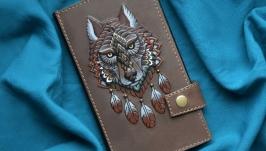 Кожаный кошелек с волком ′ДУХ ВОЛКА′ ручной работы