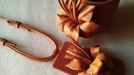 Кожаный комплект (широкий браслет и кулон)- ′Лилия′
