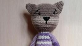 Длинноногий вязанный кот