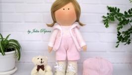 Кукла-малышка в бело-розовых тонах