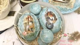 Набор из двух пасхальных яиц ′Алиса в Стране чудес′.