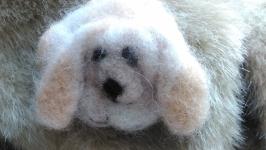 валяная брошь ′Собачка Дэми′