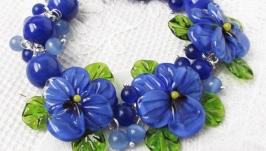 ′Синяя птица′ синий браслет с бусинами лэмпворк анютины глазки