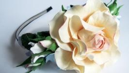 Обруч з ніжними квітами