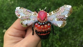 Брошь ′Цветная  пчелка′