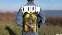 Стильная мужская джинсовая куртка с рисунком в стиле Doom (ручная роспись)