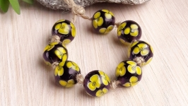 Бусины стеклянные Желтые цветы на фиолетовом лемпворк