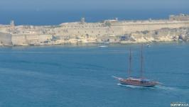 Корабль выходит в море. Фотокартина. Фотография.