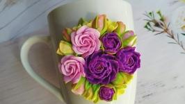 Чашка с букетом цветов