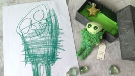 дизайнерская игрушка по рисунку ребёнка Зелёный человечек