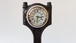 Настольные часы из поршня