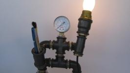 Светильник из водопроводных труб лофтстимпанк ′Человечек с факелом′
