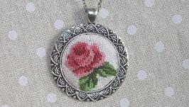 Кулон с вышивкой ′Роза′