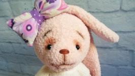 тут изображено Зайка - интерьерная игрушка