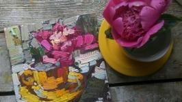 Рожeві півоніі в жовтій чашці