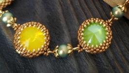 Мини колье с кристаллами Сваровски оплетеными бисером