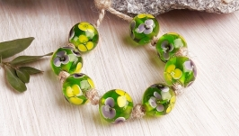 Бусины стеклянные Желтые цветы на зеленом лэмпворк