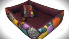 Красочный лежак для собак средних пород