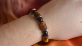 Серебряный мужской браслет с тигровым глазом и шунгитом  ′Юпитер′