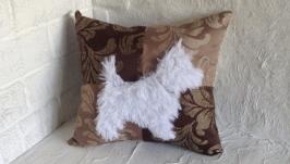 Подушка з хутряною собакою. Для ліжка  дивана.