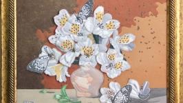 Бабочки на вазе с цветами