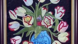 Бабушка-дюймовочка в тюльпанах
