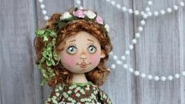 Куколка текстильная в ромашковом платьице