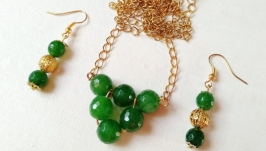 Комплект украшений ручной работы ′Треугольник зеленый′ (кулон, серьги)