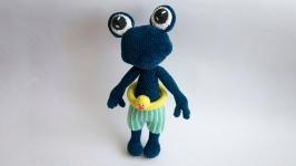 Вязаная мягкая плюшевая игрушка Лягушка  Лягушонок