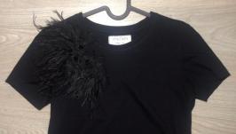 Дизайнерская футболка с кружевом и перьями