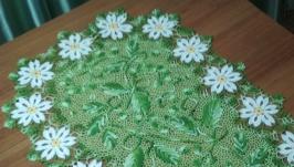 Декоративная салфетка с бледно-желтыми цветами