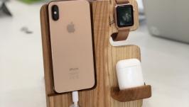 тут изображено Док-станция для телефона и Apple Watch из дерева