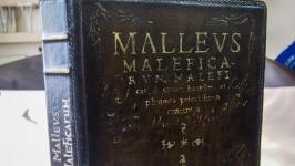 Чехол книга на айпад Молот ведьм