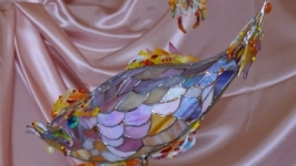 Розовая рыбка-витражная лампа в стиле тиффани.