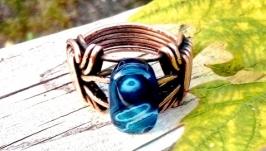 тут изображено Кольцо медное Victory с патиной от Rome Paul, натуральный голубой агат