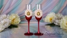 Свадебные бокалы с брошью ′Камея′ цвета марсала.