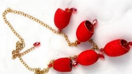 Ожерелье из коконов шелкопряда ′Scarlet′